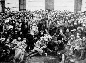 Lenin,_Trotsky_and_Voroshilov_with_Delegates_of_the_10th_Congress_of_the_Russian_Communist_Party_(Bolsheviks)